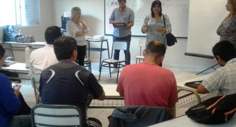 Reunión informativa sobre Escuelas del Futuro en Victoria