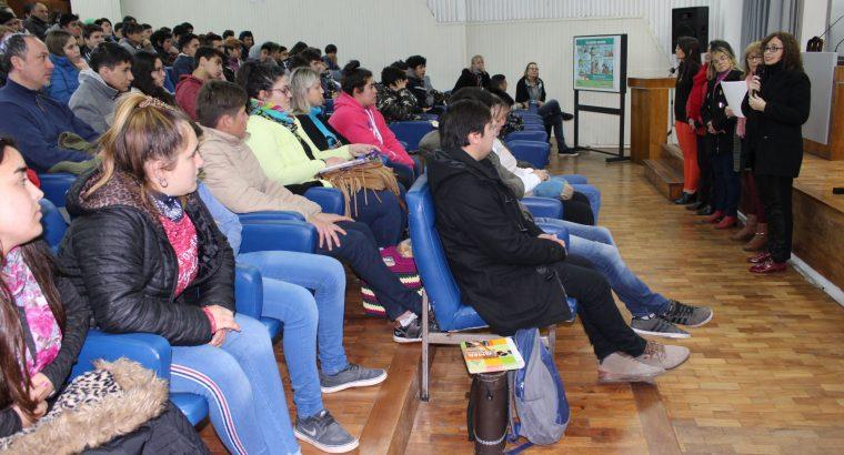 Estudiantes secundarios participaron de una jornada de Educación Sexual Integral en el CGE