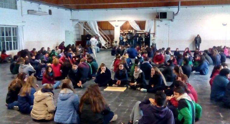 Más de 300 gurises participaron de talleres para centros de estudiantes en Federación