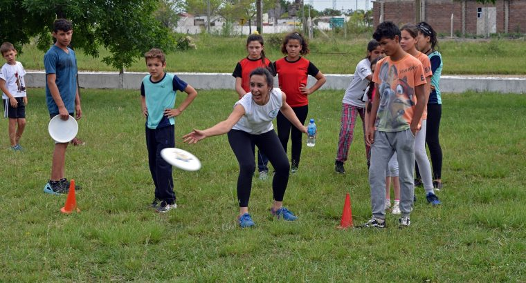 Con un día deportivo 400 alumnos finalizaron las actividades del Programa de Sanidad Escolar en Feliciano