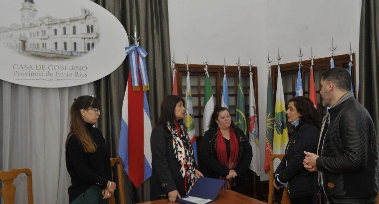 El gobierno entregó un aporte a la Escuela Tobar García de Paraná