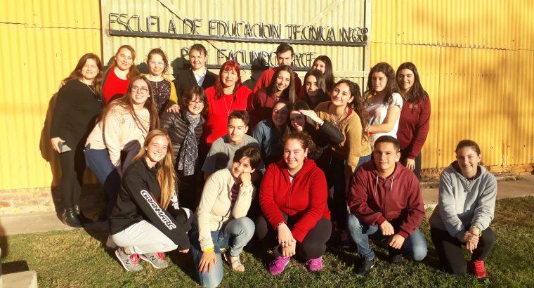 Educación Cooperativa y Mutual con docentes y estudiantes en la localidad de Seguí.