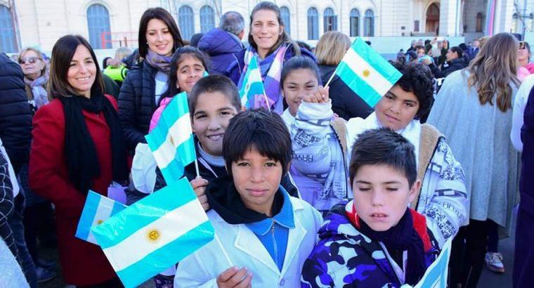 Promesa a la Bandera Argentina de estudiantes del nivel primario y de educación especial