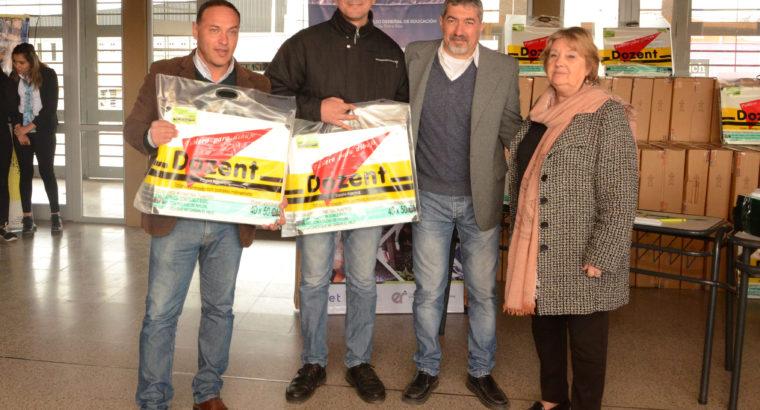 El CGE entregó mochilas de dibujo a 54 escuelas técnicas de la provincia