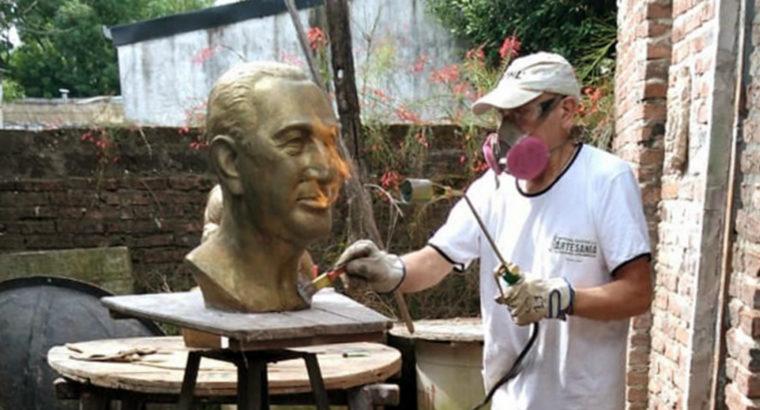 Bustos de Eva y Juan Domingo Perón son restaurados por un artista entrerriano