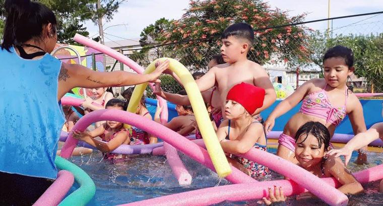 Más de 6 mil alumnos aprenden natación a través de la escuela