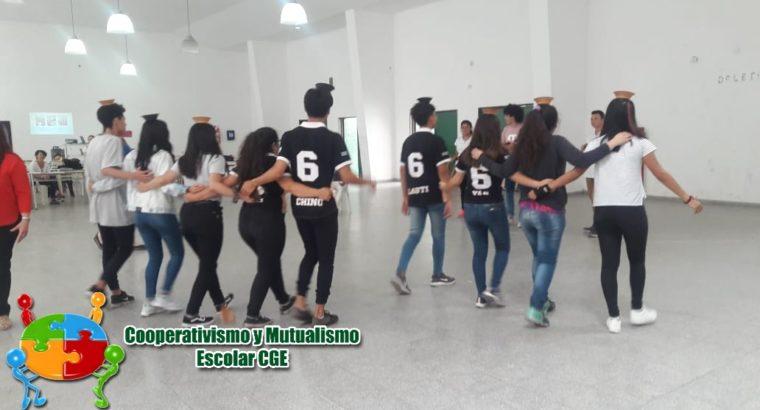 Jornada de educación cooperativa en la escuela Scalabrini Ortiz