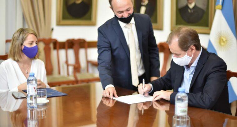 Se firmaron los contratos para escuelas en Paraná y Concordia
