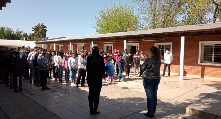 """Visita a la Esc. Primaria N°7 """" Esteban Echeverría"""" y  Sec. N°8 """"René Favaloro"""""""